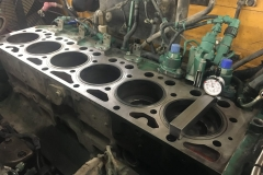 Revisionsarbeiten an Dieselmotor