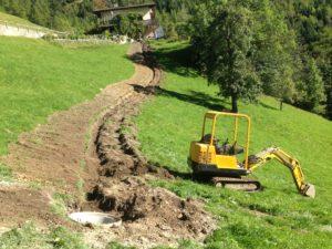 Vermietung Bagger für Grabarbeiten Erschliessung Kabel-TV